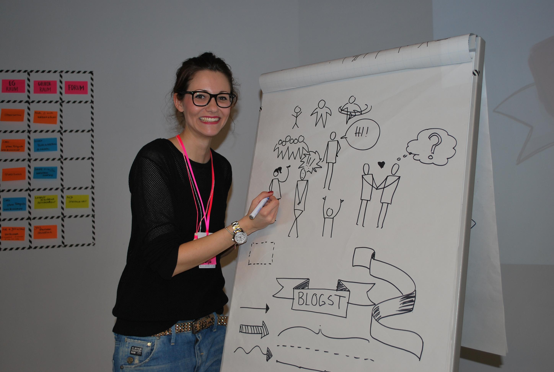 Tanja Scherm beim Sketchnoten.