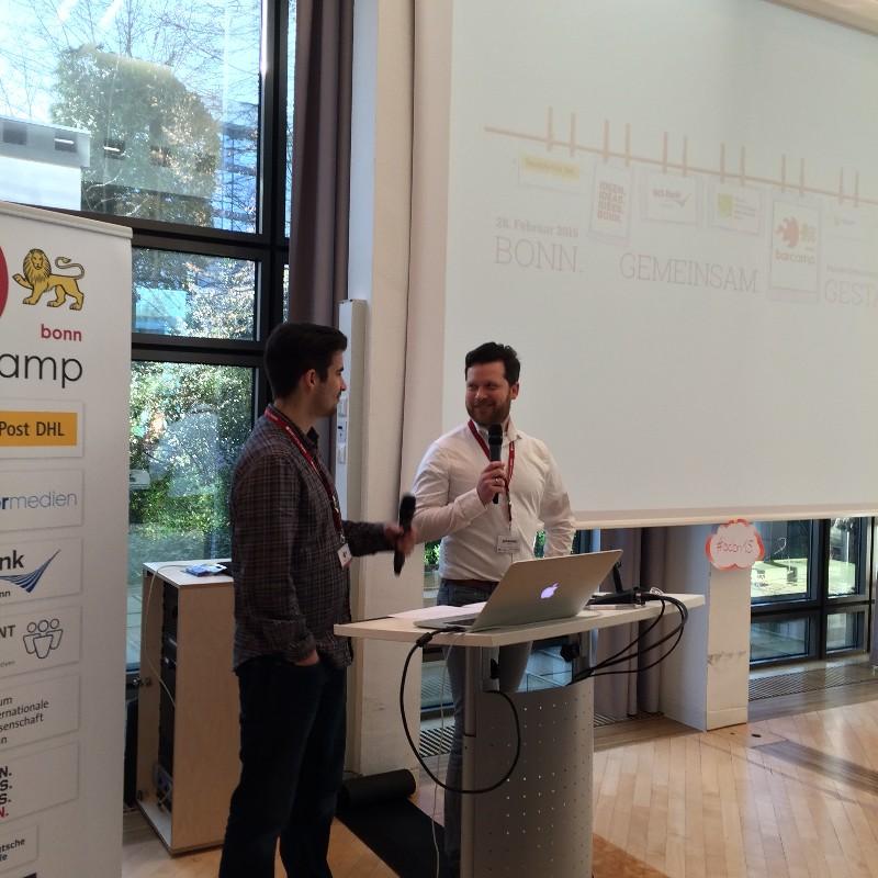 Bonner Barcamp: Sascha Förster und Johannes Mirus begrüßen die Teilnehmer.