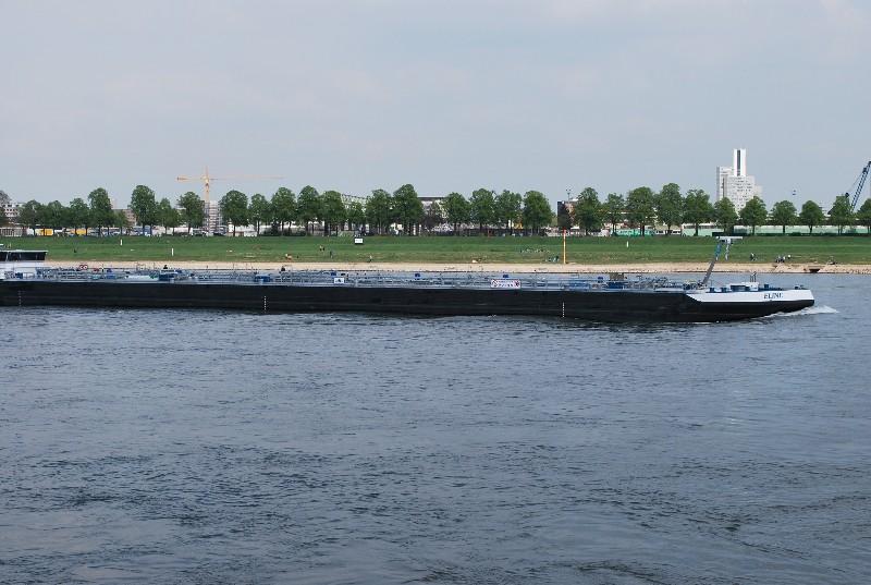 Am Südufer des Rheins in Köln