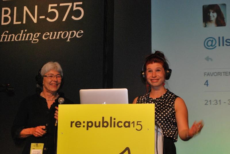 Ilse und Carline Mohr live on stage bei der re.publica 2015 in Berlin. Foto: Timp Stoppacher